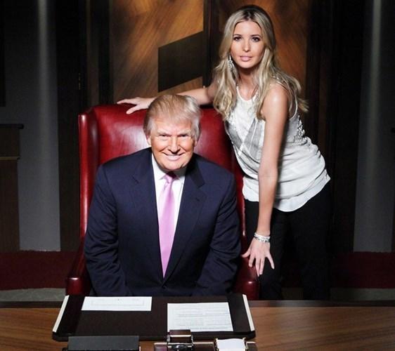 Người mẫu kiêm nữ doanh nhân Ivanka Trump là con gái của tỷ phú Donald Trump. Năm 2016, tài sản của ông Trump là hơn 10 tỷ USD và thu nhập hàng năm của ông là 557 triệu USD. Tài sản khủng của Donald Trump tới từ công ty bất động sản của cha ông và ông là người thừa hưởng khi cha ông qua đời.