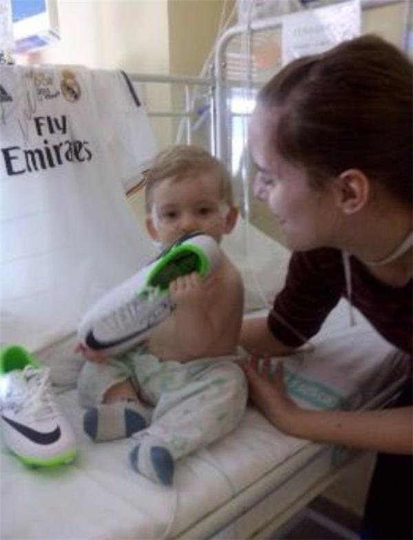 Cảm động trước hành động âm thầm cứu cậu bé thoát chết của Ronaldo