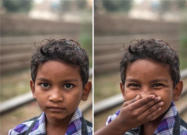 Hãy cười dù bạn có giấu nó đằng sau bất kì thứ gì. Khi nhìn thấy niềm vui, sẽ có vô số niềm hạnh phúc bất chợt đến với bạn.
