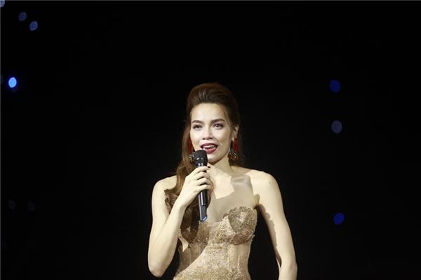 """Hà Hồ bày tỏ cô luôn ngưỡng mộ, khâm phục tài năng, giọng hát của Tuấn Ngọc nên chỉ dám """"hát bè"""" cho anh. - Tin sao Viet - Tin tuc sao Viet - Scandal sao Viet - Tin tuc cua Sao - Tin cua Sao"""