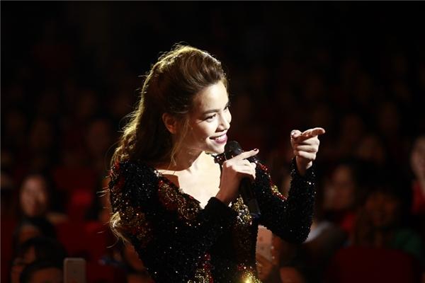 Hồ Ngọc Hà bật khóc nghẹn ngào trên sân khấu Love Songs - Tin sao Viet - Tin tuc sao Viet - Scandal sao Viet - Tin tuc cua Sao - Tin cua Sao