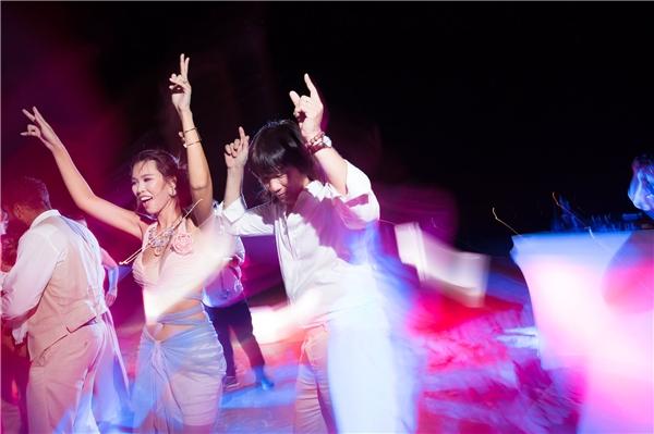 Âm nhạc và những vũ điệu là điều không thể thiếu trong các bữa tiệc của Hà Anh. - Tin sao Viet - Tin tuc sao Viet - Scandal sao Viet - Tin tuc cua Sao - Tin cua Sao