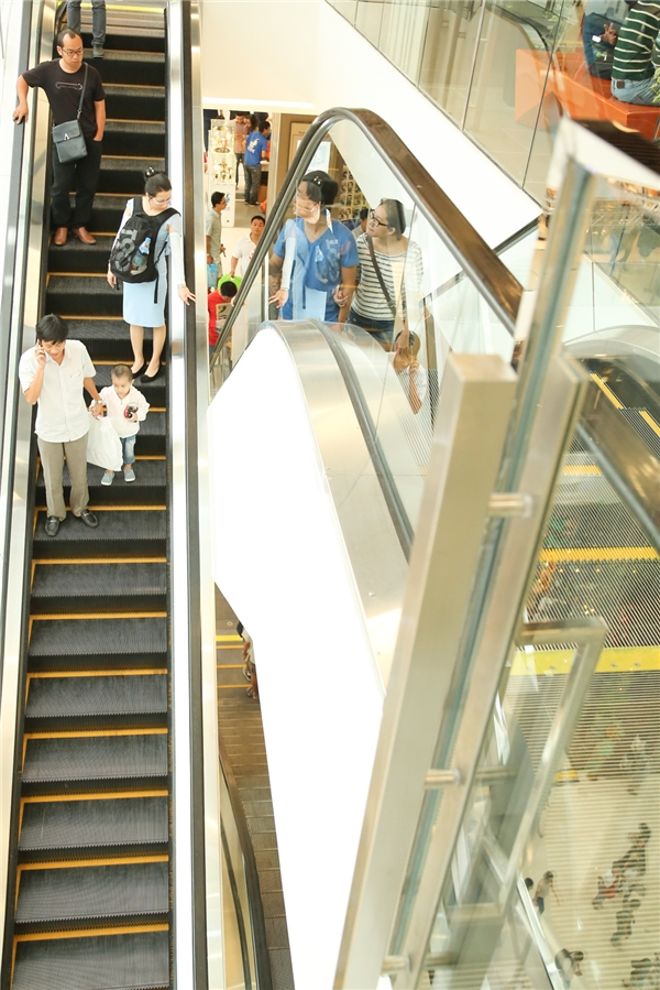 Dạo một vòng khu trung tâm thương mại Saigon Centre mới toanh