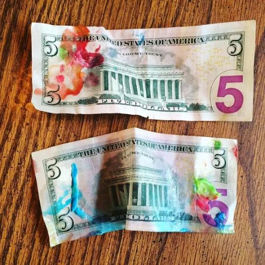 Tô điểm cho những tờ tiền thêm sinh động.