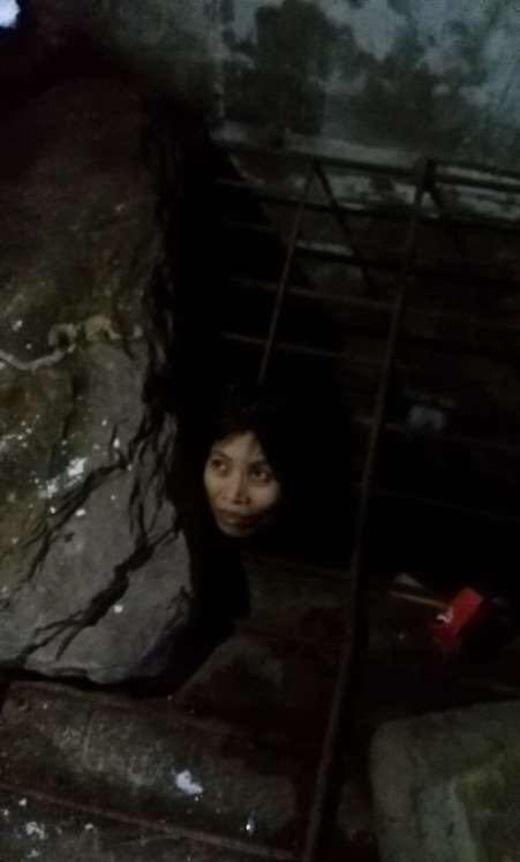 Cảnh giam cầm người phụ nữ khiến người nhìn không khỏi đau lòng.