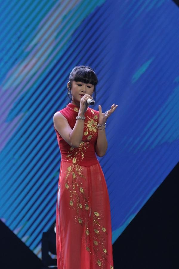 Linh Phương được các HLV đánh giá cao vì chọn ca khúc ý nghĩa và truyền tải được thông điệp hào hùng của bài hát tới khán giả.