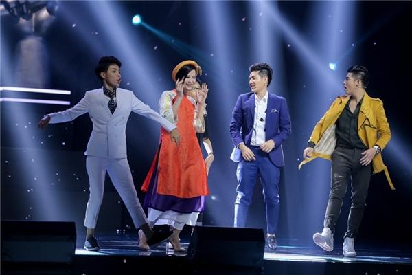 Giọng hát cao vút đầy nội lực cùng màn đọc rap ấn tượng của Ngọc Quang đã chinh phục tất cả các HLV.