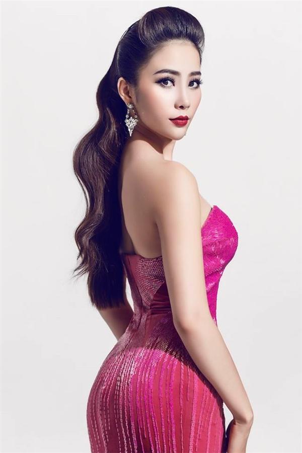 Sau 1 năm đoạt giải Hoa khôi Đồng bằng sông Cửu Long 2015, Nam Em ngày càng trưởng thành hơn. Cô còn được biết đến với vai trò một ca sĩ. Chỉ số hình thể hiện tại của nhan sắc này là: 1m73, 85-60-90. Gu thời trang thảm đỏ của Nam Em cũng được đánh giá rất cao.