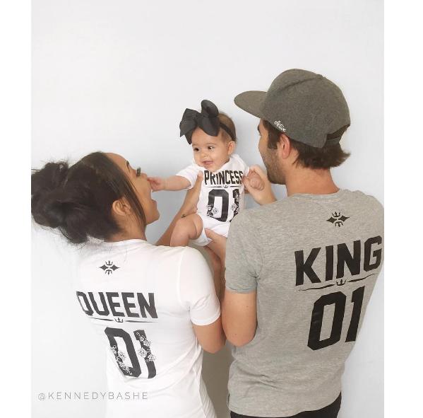 Là công chúa nhỏ của bố và mẹ.
