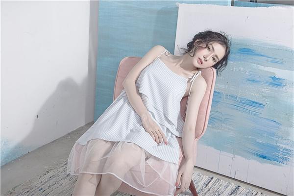 Phần voan mỏng được đan lồng vào bên trong càng làm tăng thêm vẻ quyến rũ cho phái đẹp.