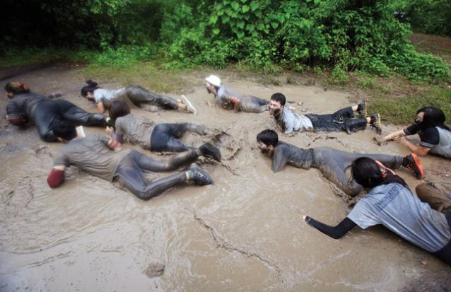 Ám ảnh với những màn bạo lực chào đón tân sinh viên tại Thái Lan