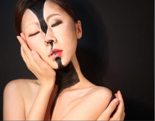 Nữ nghệ sĩ tự nhận mình thậm chí còn cảm thấy chóng mặt khi trang điểm cho bản thân.