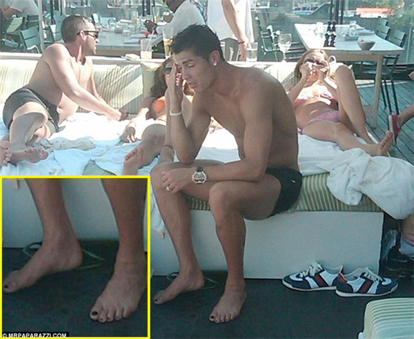 Lại xuất hiện bằng chứng khiến Ronaldo bị nghi ngờ về giới tính thật