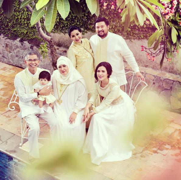 Gia đình gồm bố mẹ, anh chị và cháu của Raisa.