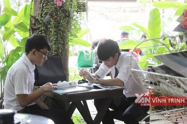 Sinh viên Thái luôn mặc đồng phục nghiêm chỉnh, tươm tất mặc dù thời tiết nóng quanh năm.(Ảnh: Vĩnh Trinh,Internet)