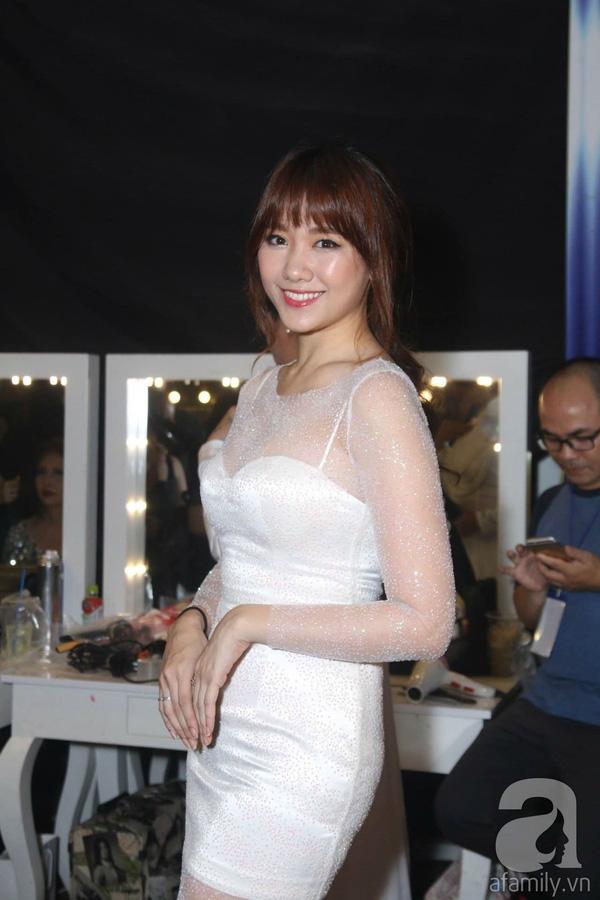 Để chứng minh, Hari Won đã diện chiếc váy trắng ôm sát cơ thể. (Ảnh: Afamily.vn) - Tin sao Viet - Tin tuc sao Viet - Scandal sao Viet - Tin tuc cua Sao - Tin cua Sao
