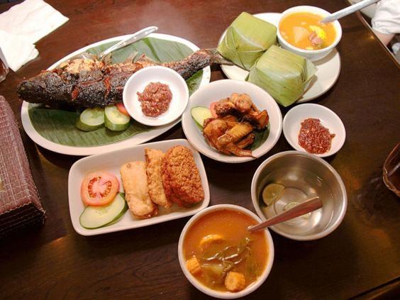 Thực phẩm phục vụ trong một nhà hàng ở Thủ đô Jakarta.