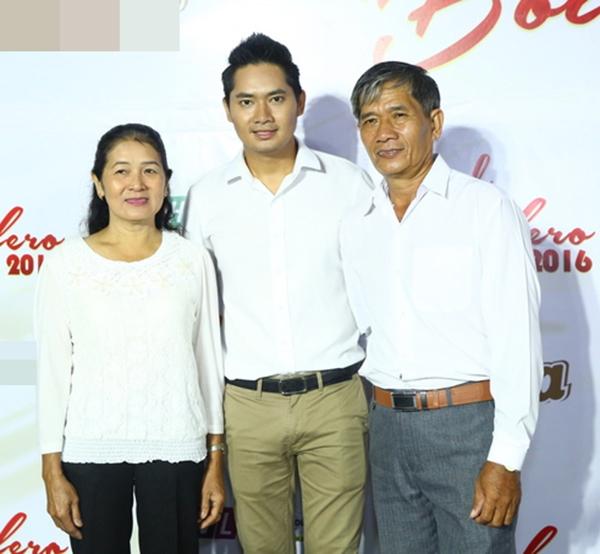 """Không chỉ có """"bạn gái tin đồn"""" Lan Ngọc, Minh Luân còn nhận được sự ủng hộ nhiệt tình từ bố mẹ."""