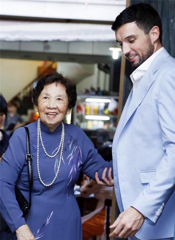 Bà nội Hà Anh -cựu nhà báo Thanh Hương,nguyên Tổng biên tập báo Phụ nữ Việt Nam. - Tin sao Viet - Tin tuc sao Viet - Scandal sao Viet - Tin tuc cua Sao - Tin cua Sao