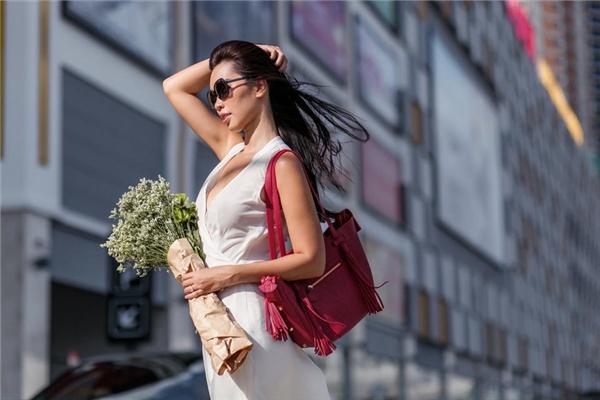 Dù theo đuổi con đường người mẫu chuyên nghiệp nhưng Hà Anh vẫn luôn được biết đến là một người đẹp thông minh, hiểu biết và có tri thức. - Tin sao Viet - Tin tuc sao Viet - Scandal sao Viet - Tin tuc cua Sao - Tin cua Sao