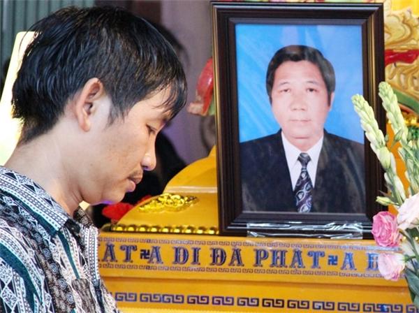 Thầy giáo Trần Quang Tiên, Tổ trưởng Vật lý trường THPT Cà Mau được bạn bè, đồng nghiệp quý mến. (Ảnh: Việt Tường)