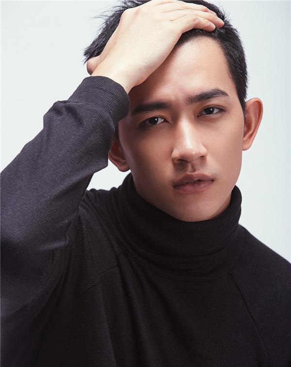 """Võ Cảnh được ví như chàng """"hoàng tử trầm lặng"""" của showbiz Việt."""