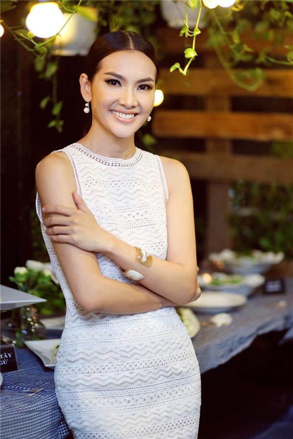 Đón sinh nhật, Mai Ngô vẫn tất tả chạy show