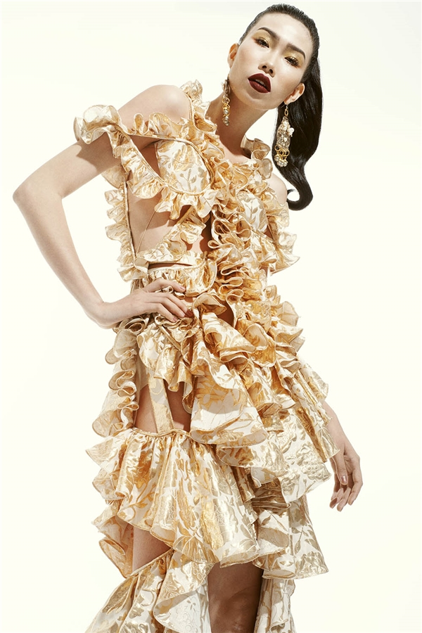 Hè về vàng ươm ngọt ngào trên váy áo của Đỗ Mạnh Cường