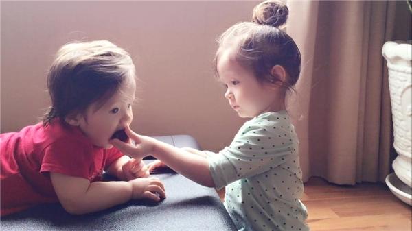 Cadie dù bị ốm nhưng vẫn hết mực quan tâm tới em trai. - Tin sao Viet - Tin tuc sao Viet - Scandal sao Viet - Tin tuc cua Sao - Tin cua Sao