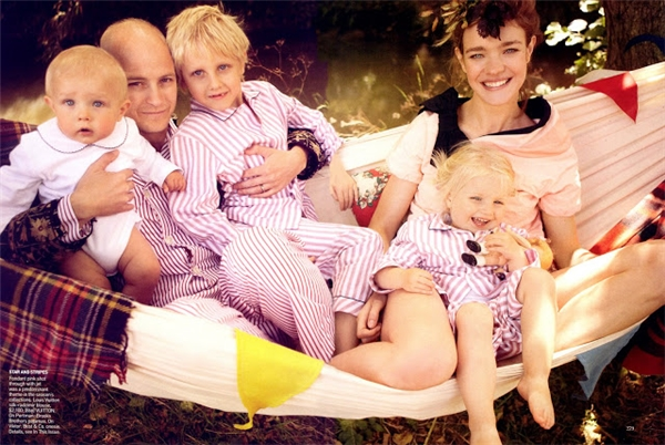 Natalia và bên người chồng cũ cùng các con.