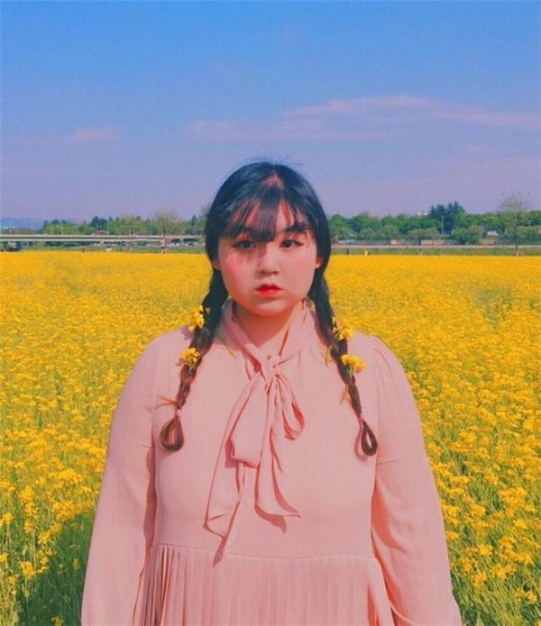 Jjyeeecực mê màu hồng, cô nàng luôn lựachọnhồng pastel làm màu chủ đạo cho trang phục, quần áo, phụ kiện... của mình.