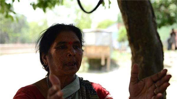 """Bà Chandralekha, một phụ nữ """"bán hoa"""" đã nghỉ hưu hồi tưởng lại quá khứ đau đớn, nhục nhã của mình."""