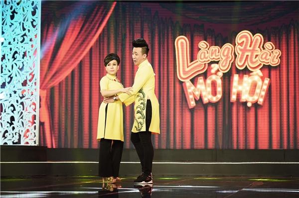 """Đặc biệt, bộ đôi giám khảo tiếp tục mang đến những màn""""chặt chém"""" nhau không ngừng tạotiếng cười cho khán giả."""