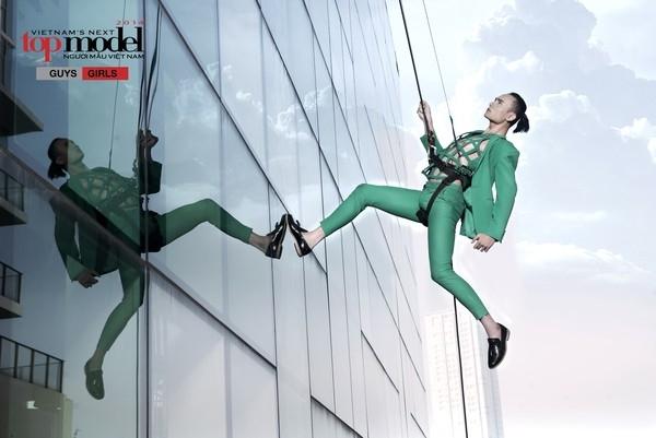 Ở thử thách cuối cùng trước khi bước vào chung kết ở năm 2014, các chàng trai cô gái phải chụp ảnh trên bức tường kính của một tòa nhà cao ngất. Khi bị treo lên, các phần cơ gần như bị co thắt cộng với áp lực tâm lí khiến họ gặp nhiều khó khăn để có thể hoàn thành thử thách.