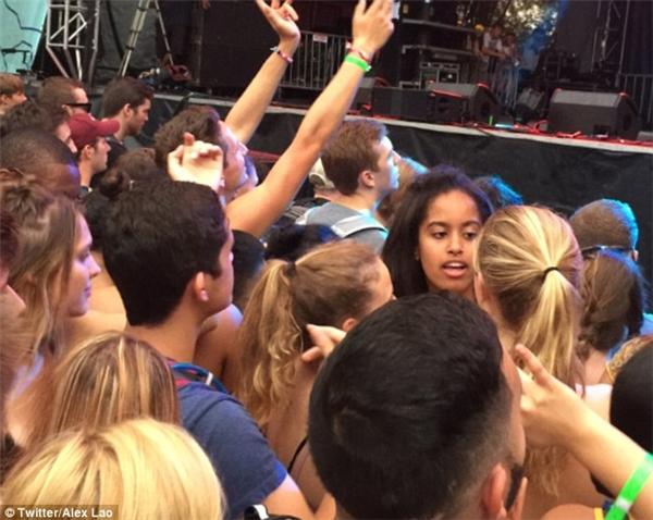 Khoảnh khắc đời thường đáng yêu của ái nữ Tổng thống Obama