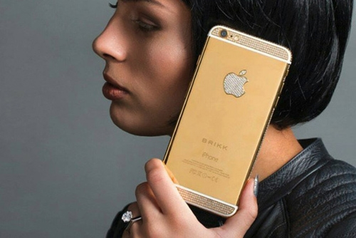 Mẫu iPhone nạm kim cương của Brikk. (Ảnh: internet)