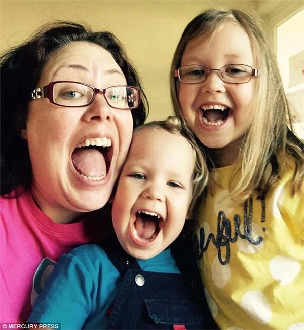 Mẹ Jasperđang kêu gọi Chính phủ thực hiện một chủng ngừa chống lại bệnh thủy đậu vàmiễn phí cho tất cả trẻ em.