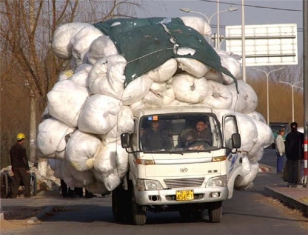 1 mình chiếc xe tải thôi cũng đủ càn quét nguyên cả con đường.