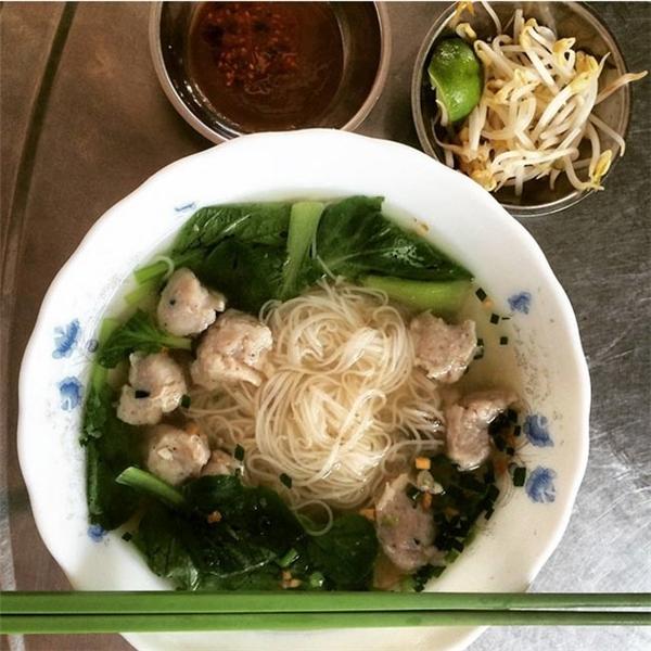 Campuchia - Bữa ăn sáng điển hình ở Campuchia chính là món hủ tiếu được nấu cùng nhiều loại rau và thịt nhồi, không khác mấy so với nước láng giềng Việt Nam.