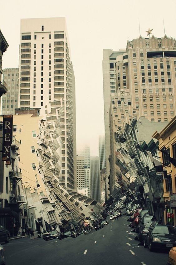 Nhìn con phố như sắpđổ ầmđến nơi.