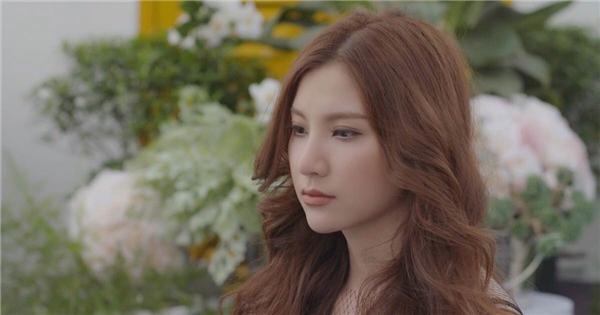 Hạnh Sino đã hoàn toàn chủ động trong những bản ballad, điều trước đây khiến cô khá lúng túng khi xử lý.