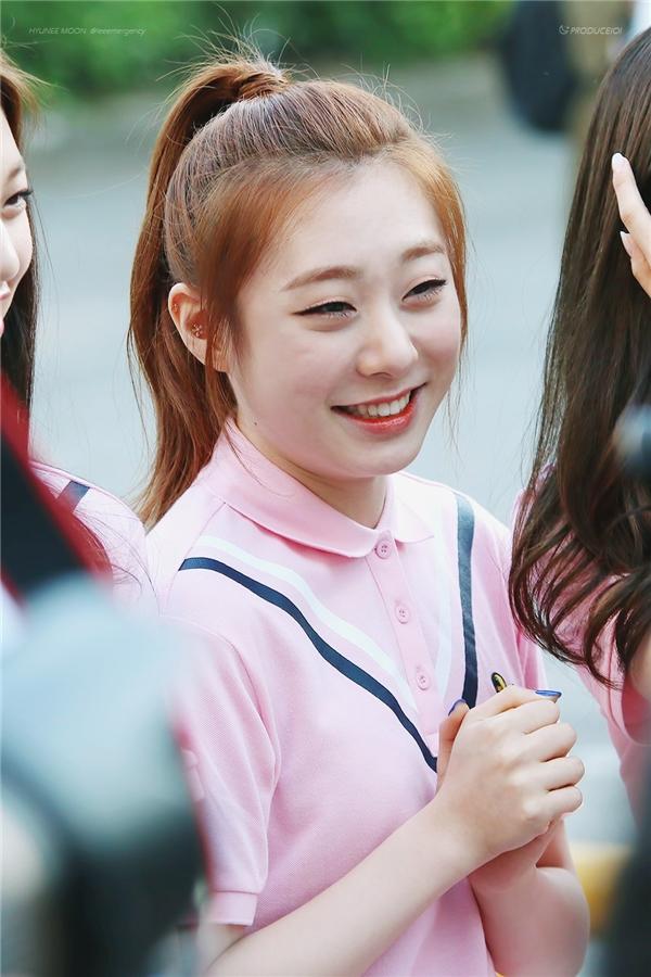 Ngoại hình của Yoo Yeun Jung bị đánh giá thấp nhất trong số những gương mặt của IOI. Dù năm nay chỉ bước sang tuổi 16 nhưng cô nàng đã sớm sở hữu những đường nét trưởng thành và trông già hơn các bạn cùng trang lứa rất nhiều.