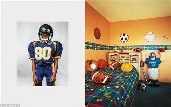 Justin, 8 tuổi, New Jersey, Mỹ: Justin vô cùng đam mê thể thao, chính vì thế cậu đã tự trang trí phòng ngủ của mình lấy cảm hứng từ những môn thể thao cậu yêu thích. Cậu sống trong 1 căn nhà có 4 phòng ngủ và đi học bằng xe buýt mỗi ngày. Mục tiêu lớn nhất mà Justin muốn đạt được là trở thành một tay chơi bóng bầu dụcchuyên nghiệp khoác áo đội tuyển New Jersey.