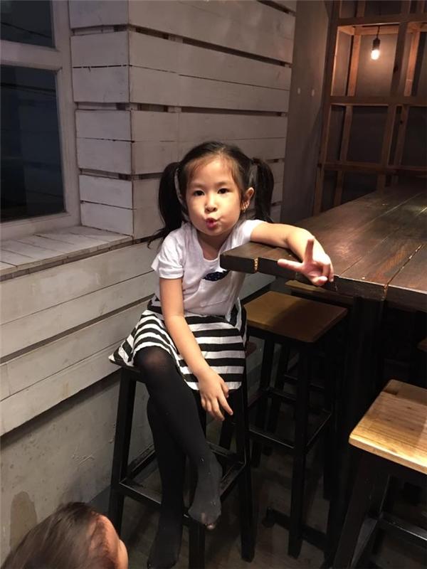 Còn nhỏ tuổi nhưng bé Cát đã được bố mẹ cho diện quần áo như một fashionista nhí. - Tin sao Viet - Tin tuc sao Viet - Scandal sao Viet - Tin tuc cua Sao - Tin cua Sao
