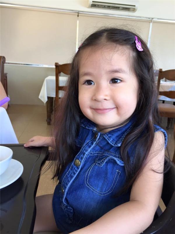 Con gáiHuy Khánh chào đờivào ngày 12/5/2012, nay được 4 tuổi. Bé có tên thật là Trần Khánh Ngọc Uyên, tên thân mậtở nhà là Cát. - Tin sao Viet - Tin tuc sao Viet - Scandal sao Viet - Tin tuc cua Sao - Tin cua Sao