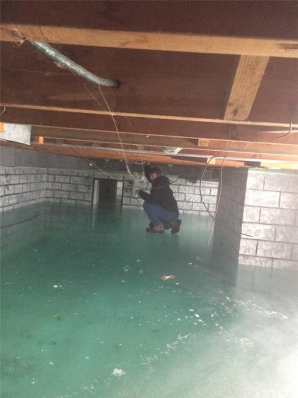 Khi nước lụt tràn vào nhà trong cái lạnh âm độ.