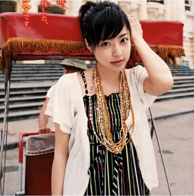Nhật Bản: Thanh thoát và trẻ trung, phụ nữ Nhật luôn làm cho bầu không khí trở nên trong lành bởi sự đáng yêu của họ.