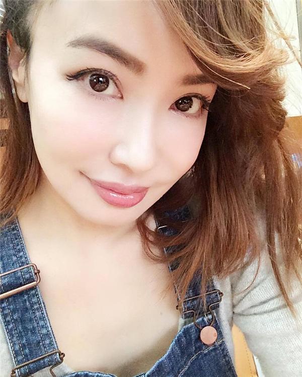Risa Hirako có khuôn mặt trẻ trung, tươi tắn cùng làn da láng mịn không tì vết.