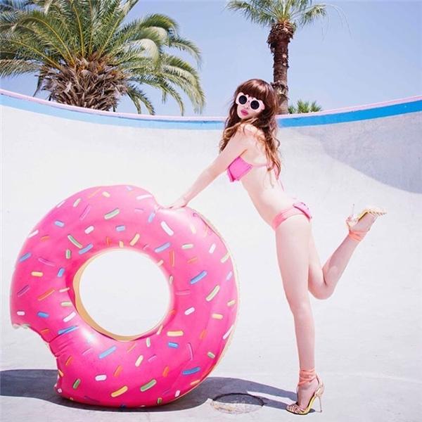 Những tấm ảnh mặc bikini hồng đãkhiến Risa trở thành hiện tượng mạng