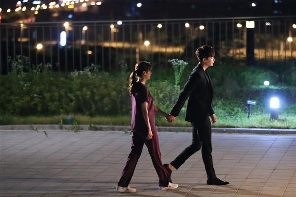 Màn chạm mặt thú vị tại thế giới thực của Kang Chul và Oh Yeon Joo